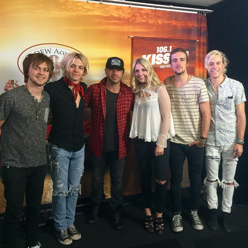 Good hanging with @officialR5 today! Good times and really nice peeps. #R5 #iloveyouross http://t.co/Xtft9SBi9n