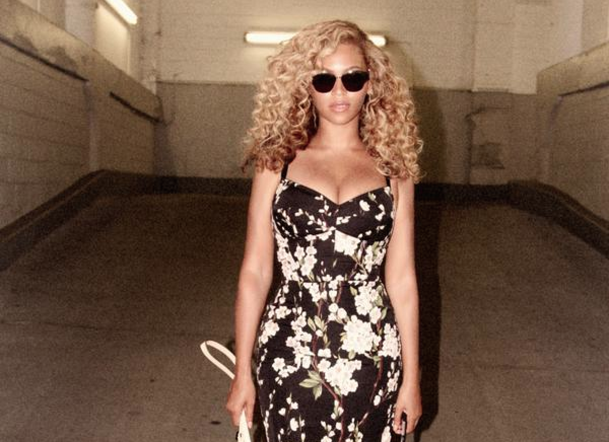 RT @GlobalGrind: Get ready: Beyonce's latest splurge could mean new music is on the way http://t.co/fucz1qL6D5 http://t.co/cLFfUOYM2G