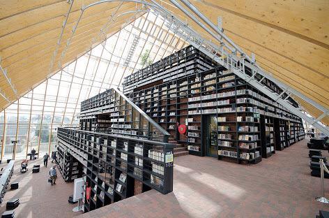 これなんて、オランダの新しい図書館で高く評価されてるんだけど、本にとっては地獄としか思えない。 http://t.co/5zyEjwGFAY