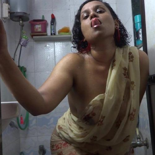22 tamil aunty boobs pressed boss 10