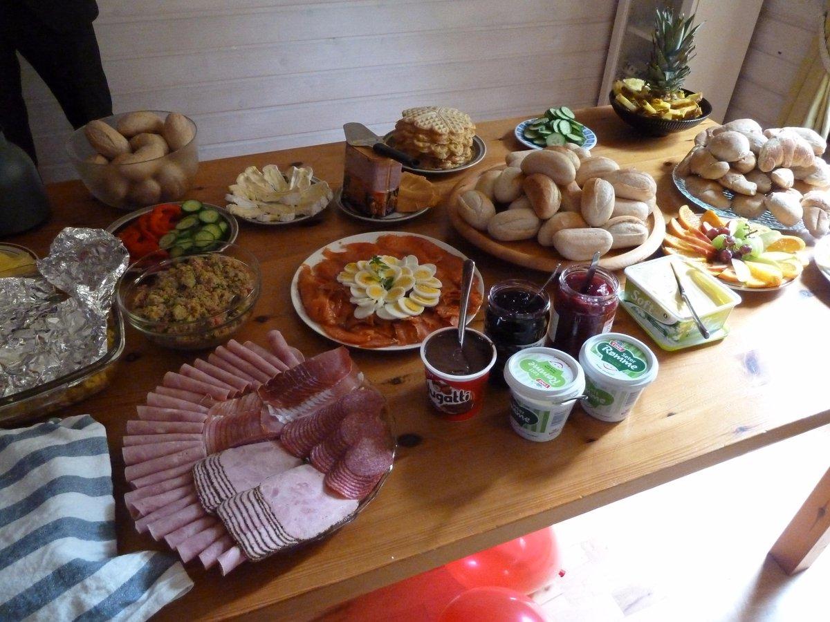 Shared hearty Norwegian koldtbord breakfast this a.m. w/@nickmofo, @talmott, @spold, @Netprov_RobWit  #ELO2015 http://t.co/vElwzreYMH