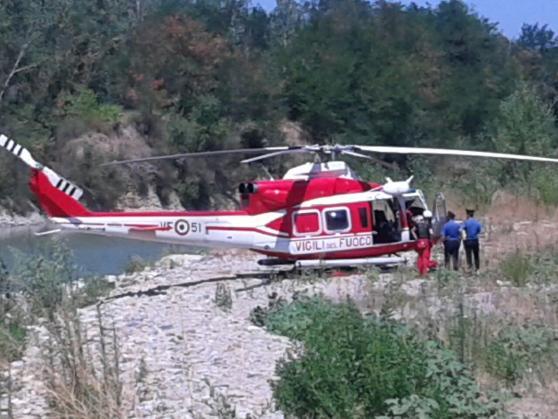 Soccorsi del 118 in azione con l'elicottero sul Fiume Secchia (Sassuolo)