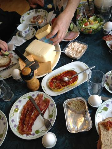 Photo of @DavinHeckman's hand at this a.m.'s Norwegian koldtbord breakfast. @kathiiberens was there too! #ELO2015 http://t.co/AGAmWOJ0Of