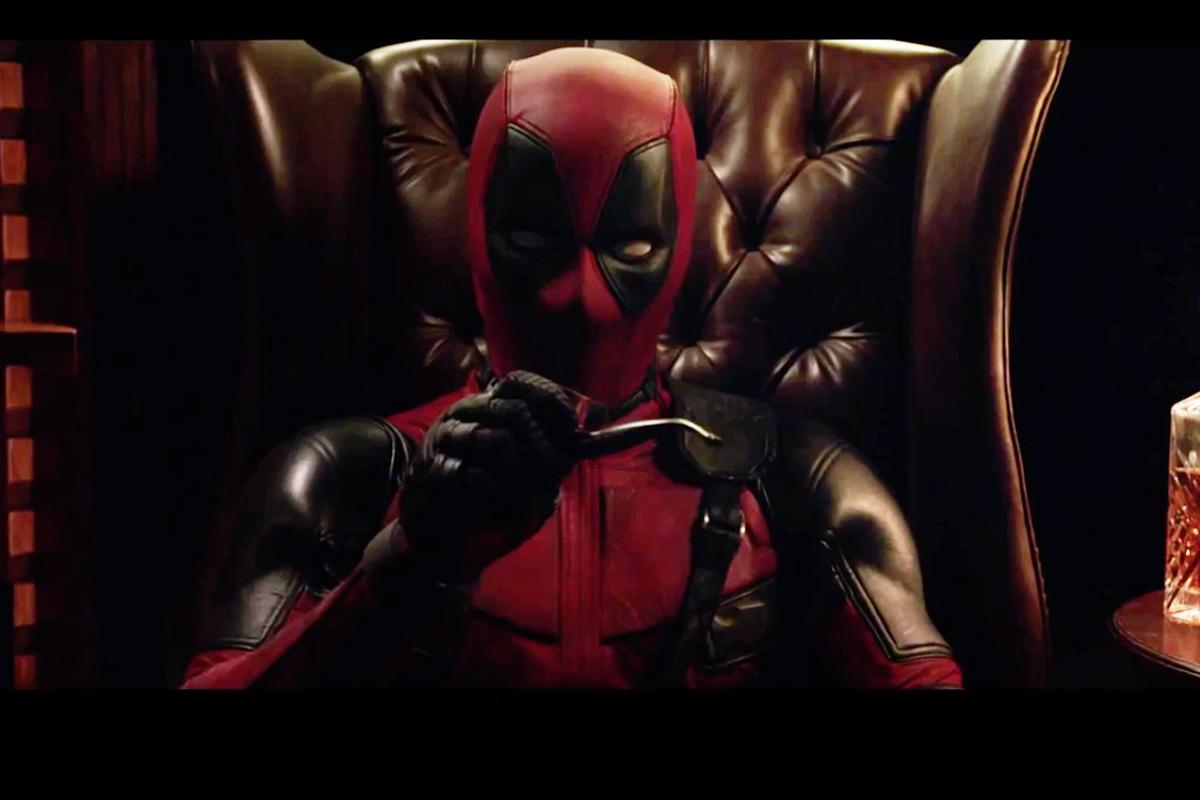 """See smart-mouthed Ryan Reynolds in the trailer for the trailer for his Marvel movie """"Deadpool"""" http://t.co/b6ivZUKjc0 http://t.co/LQ4PBloplp"""