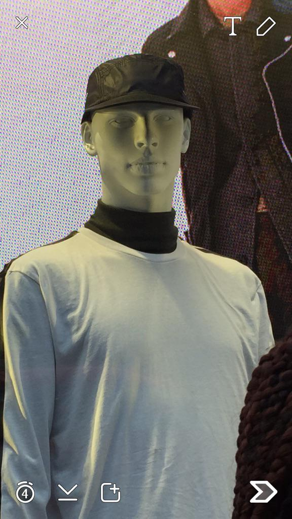 Mans never been in Topman when it's shutdown ... @skepta mannequins lol http://t.co/XZAENaOjnQ