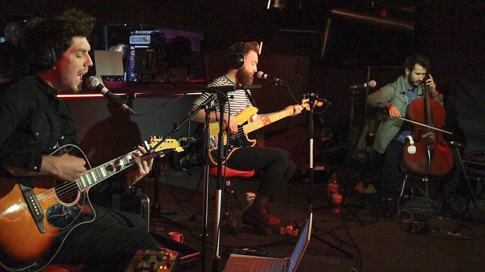 RT @twinatlantic: One year ago today we were at @BBCR1 for a Live Lounge w/ @Fearnecotton .   Check it out...   http://t.co/OXtaWjcwRW http…
