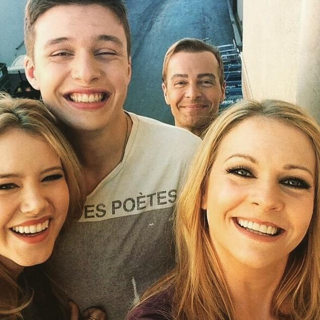 See your favorite faces in just TWO hours during the #MelissaandJoeyFinale! (via @TaylorSpreitler) http://t.co/AHfGxGv3lv