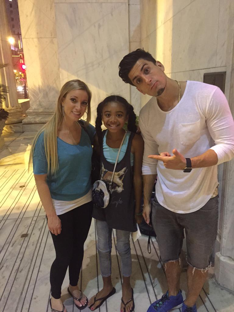 @Jessewelle @phillychic5 Thanks for taking a small moment for one BIG fan :) #phillygirlsrock