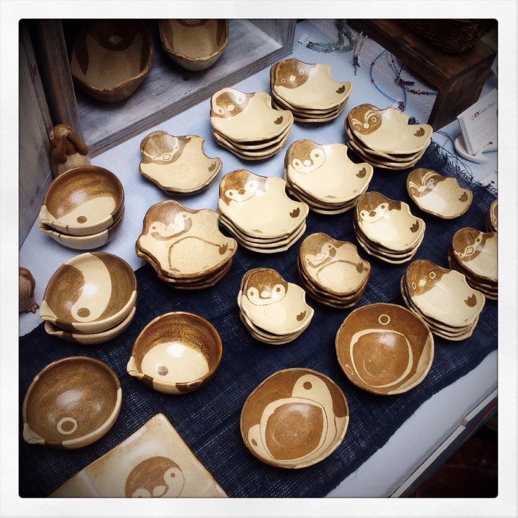 東急ハンズ渋谷店1AフロアでのSHIBUYA OCEAN、準備が整いオープンしました。つぐみ製陶所はご覧の通りのペンギンづくしです。他の作家さんは海モチーフの雑貨いろいろですよー。 http://t.co/qaYVCxZzn8