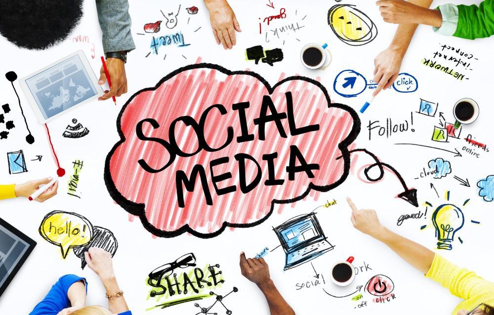 Die Hälfte der User informiert sich in sozialen Netzwerken über Unternehmen! #SocialMedia http://t.co/7cHQGhhvI9 - http://t.co/3wGrB66JZh