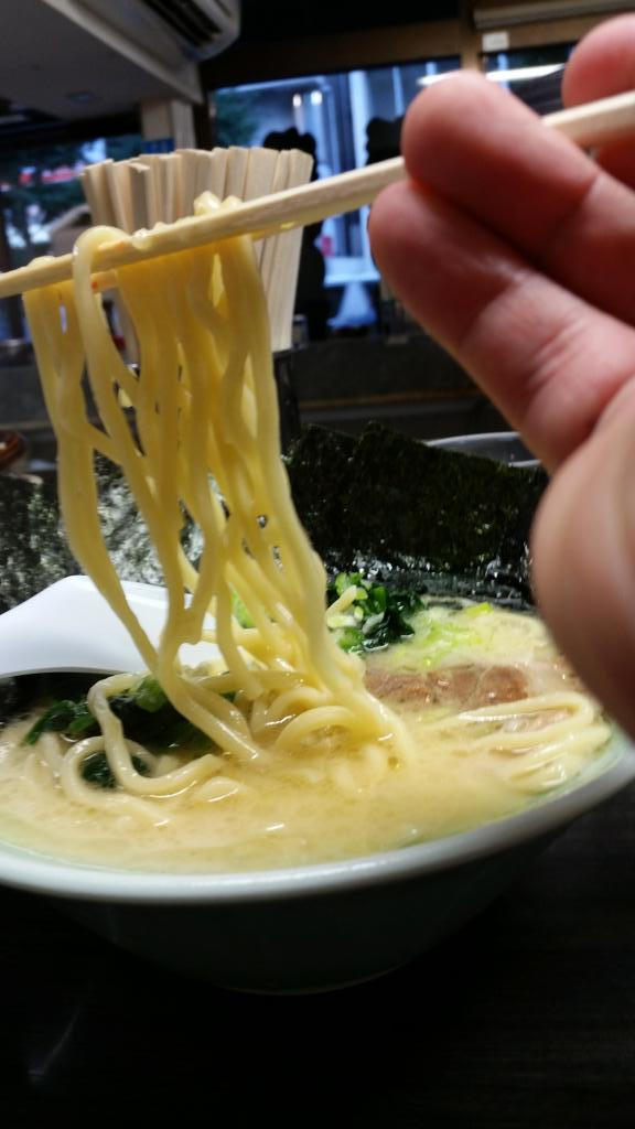 ライブ730ありがとうございました!!! おすすめのおべんとばこと壱蔵家さんのラーメンです。 壱蔵家さんの究極の塩とんこつ食べてみてください! 写りこんでるのがばんどーらの安原です(^^)