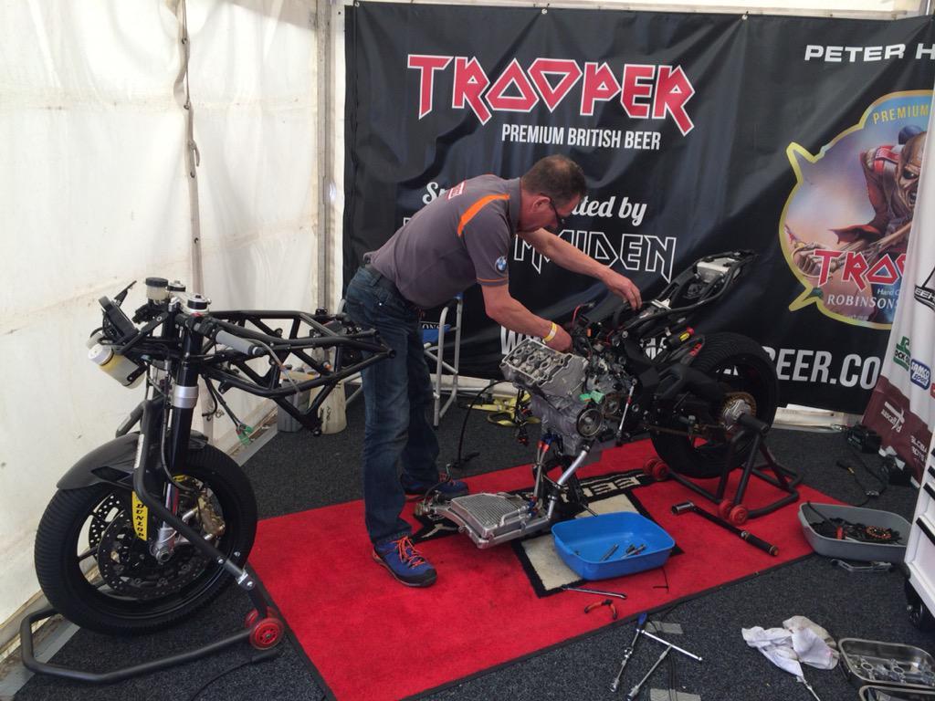 [Road Racing] Ulster GP 2015 CLuswz9WIAEffm6