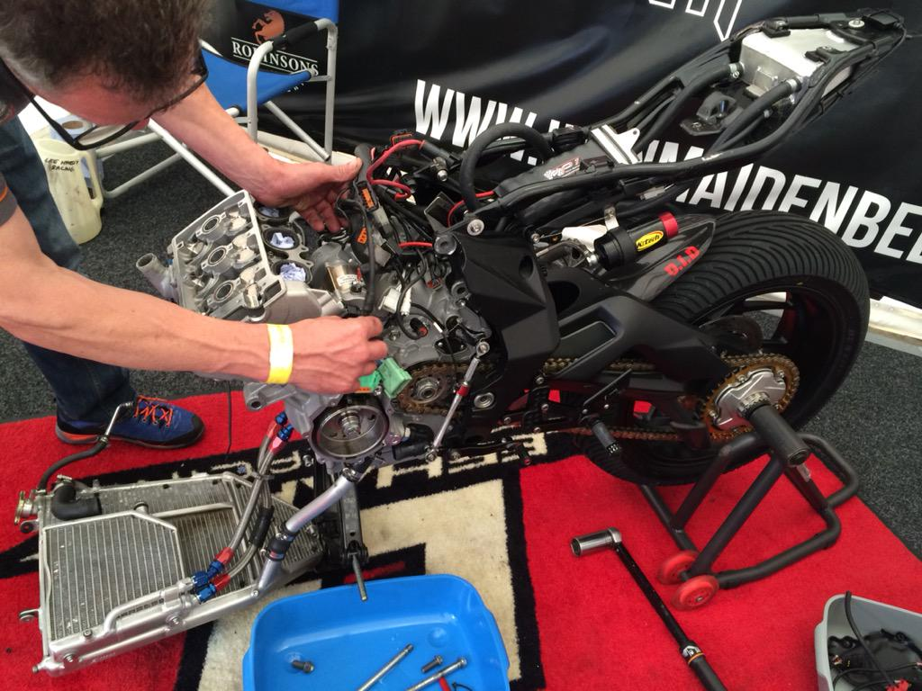 [Road Racing] Ulster GP 2015 CLuswzgWwAAlJH3