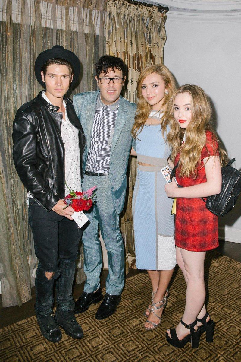 Sabrina Carpenter en evento de Teen Vogue  CLxG6uJWwAA0Ocv