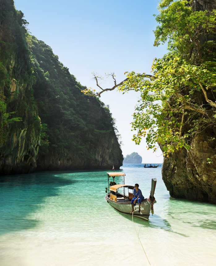 Places we'd rather be on a Monday morning… Loh Samah bay on Ko #Phi-Phi in #Thailand. And you? http://t.co/ittRwXWrye