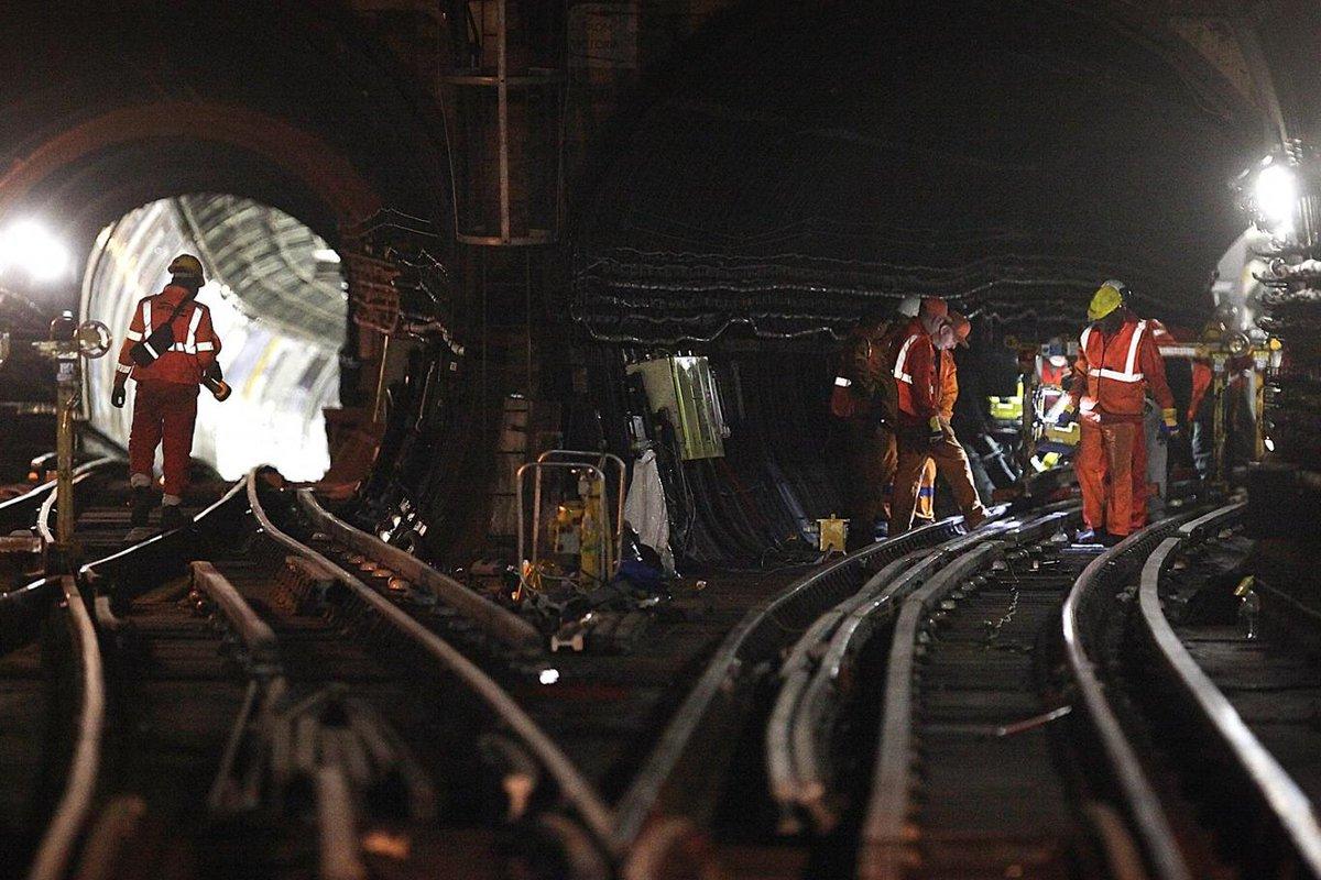 CLzjHZgWIAA ScY - The Victoria Line's really big 50th birthday! #3