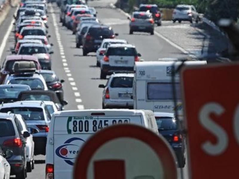 Ferragosto, traffico intenso su autostrade per il ponte