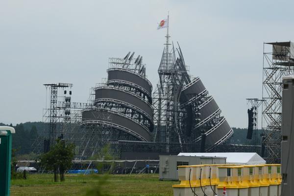 長渕のステージセットがウラジミールタトリンみたいですごい http://t.co/WYj2WSS8kT