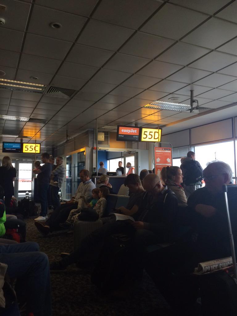 EasyJet Passenger Tasered After Dispute Over Carry-On 'Man Purse'