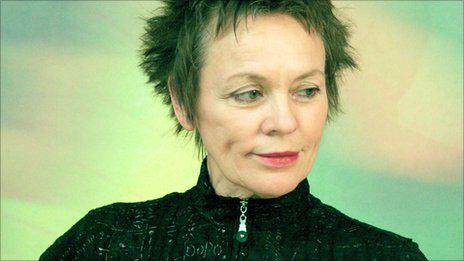 A superb compilation of Laurie Anderson's early video work, 1981-1990: http://t.co/zVybDoysTj http://t.co/E0WH6v2eWo