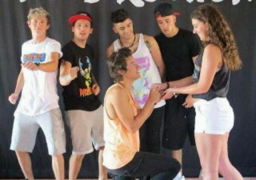 Natalie on twitter meet greet goals omfg mtvhottest one zaynbaabe meet greet goals omfg mtvhottest one direction picitter6qrfti0xwo harry proposing sndmemeke m4hsunfo
