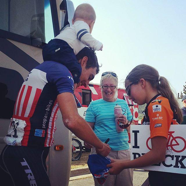 Matt Busche (literally) balancing family time with signing autographs. #prochallenge http://t.co/E6BNXVgiBB http://t.co/0inT3L3BpO