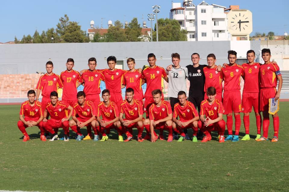 Gorgovski (bottom row, 3rd from R) with the U17 team last month