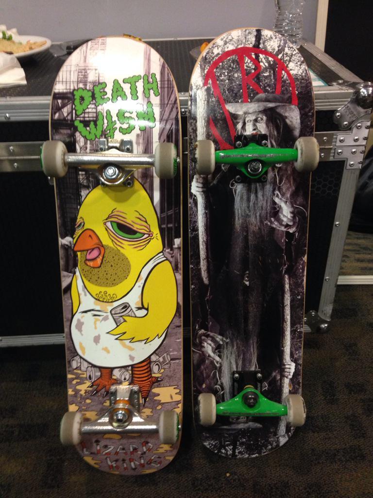 Siiiiick day in Winnipeg! Amazing skatepark so me and @TheVampsCon got new decks! http://t.co/b16auKzKJB