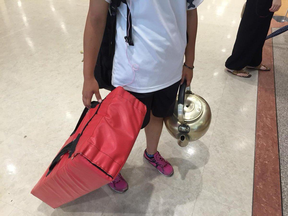 この手荷物で電車に乗って帰って来た娘。 http://t.co/uqACBa6GJZ