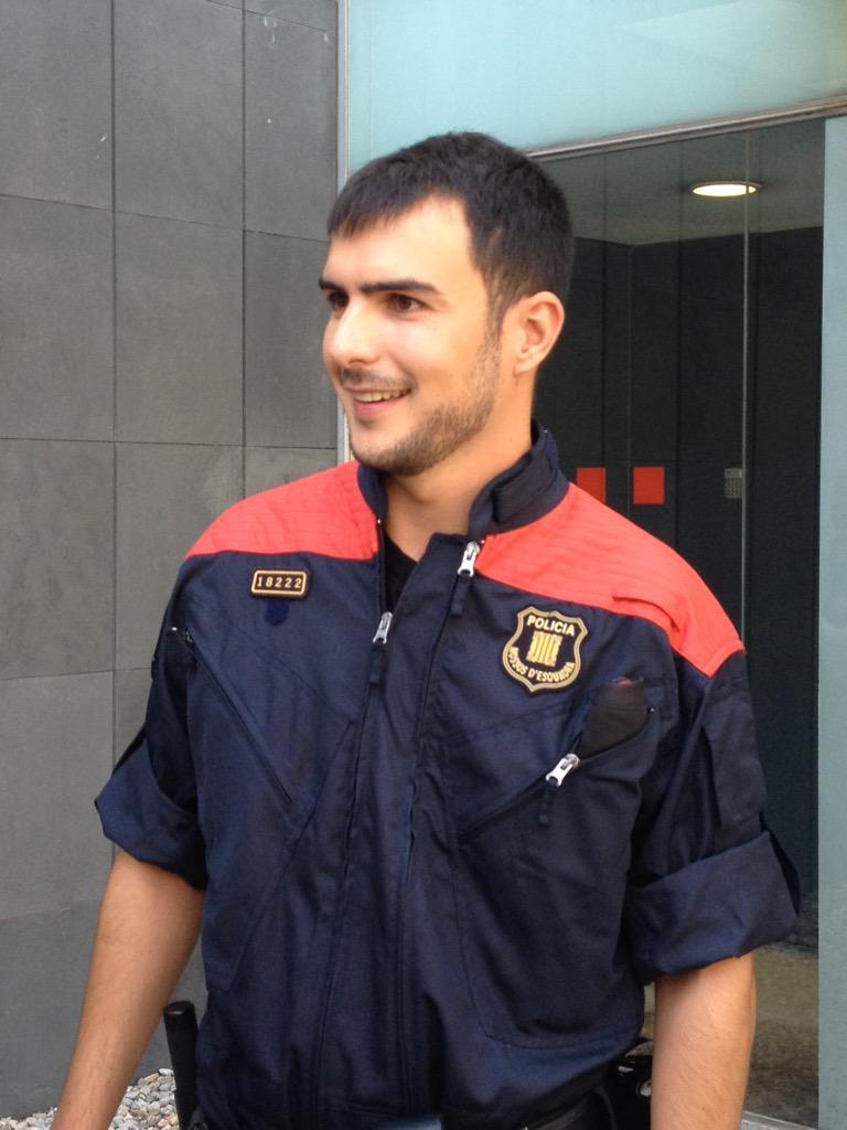 Ivan, el @mossoscat que amb el seu germà va salvar 5 nens i un home a la riera de Cunit dissabte. #ARRO. http://t.co/SyU5AGg2Zz