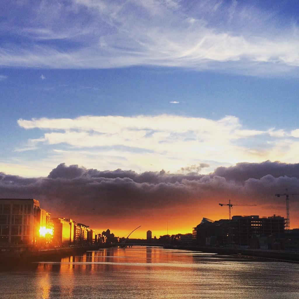 The sunset in Dublin this evening is pretty spectacular http://t.co/323Q8MFvKp