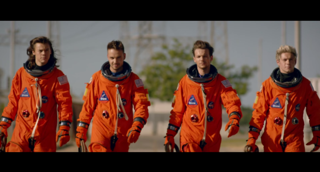 There's only @onedirection to space. https://t.co/BBDc5By4YT http://t.co/v4OcgyftR7