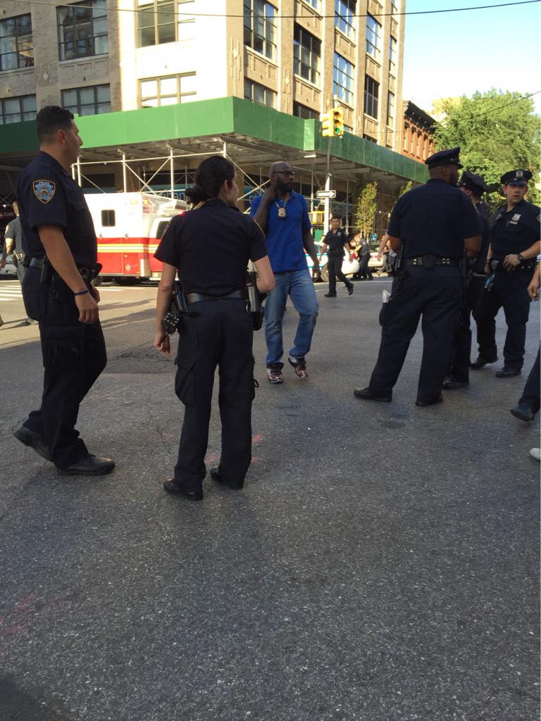 Gunman opens fire in New York federal building before killing himself