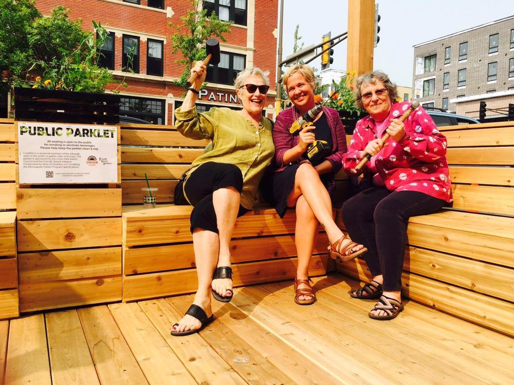 The city of St. Paul has it's very first parklet thanks to @InfoUpdc & Friendly Streets Located at Selby & Snelling: http://t.co/jFds8U1yru