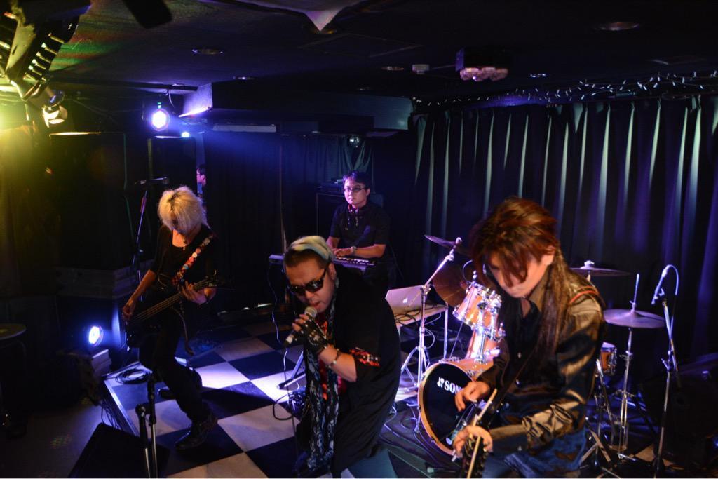 8月9日 GARAK@新宿グラムシュタイン この日の2ステージ目。やっぱりライブハウスで映える奴ら。思えば、初めて見たのもここだった。9月のラボが楽しみだ。 http://t.co/3sH744B7v5
