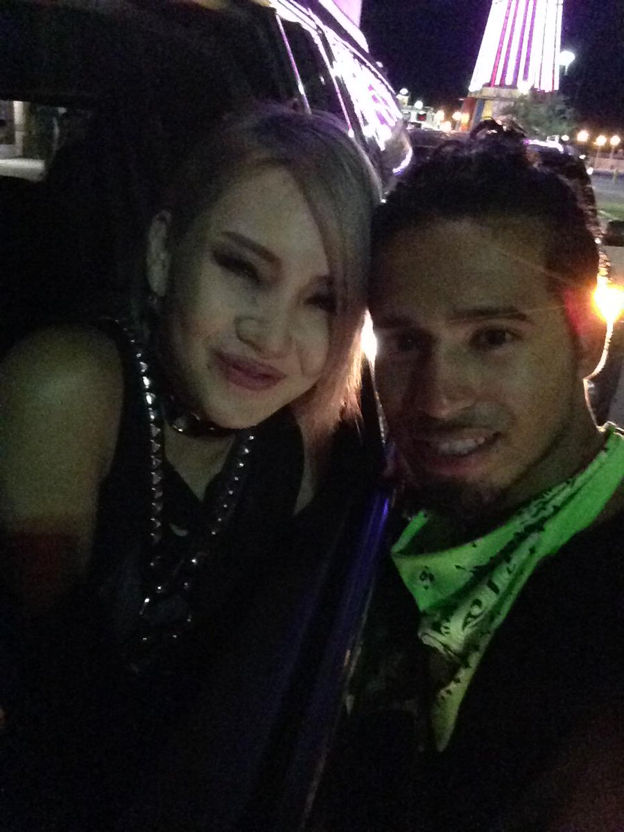 Our first selfie lol @chaelinCL take 1 http://t.co/g5pSQtfUZv