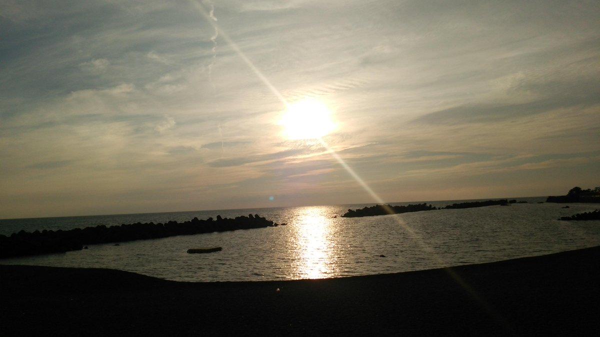夕陽を眺めながら、帰り道 http://t.co/q8DRwHa4J1