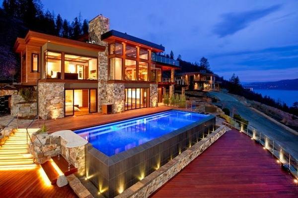 Lake House In Kelowna, Canada
