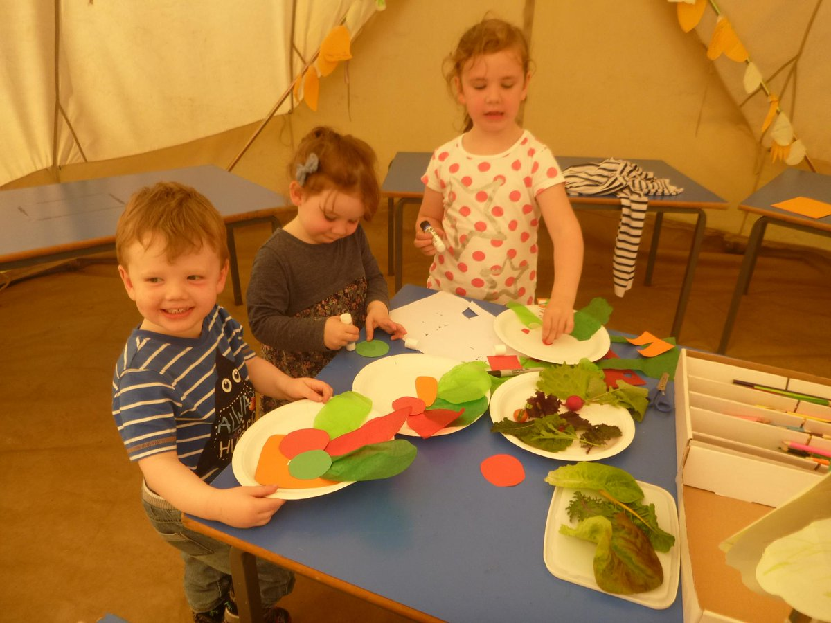#KidsMaking #papercraft paper plate #salad - and avoiding the #summershowers!<br>http://pic.twitter.com/TCzdDVj83v