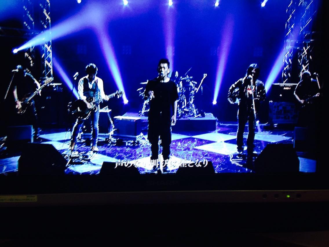 BRAHMAN with 中川敬(ソウル・フラワー・ユニオン)、山口洋(ヒートウェイヴ)で「満月の夕」。 http://t.co/xunLOlq67e