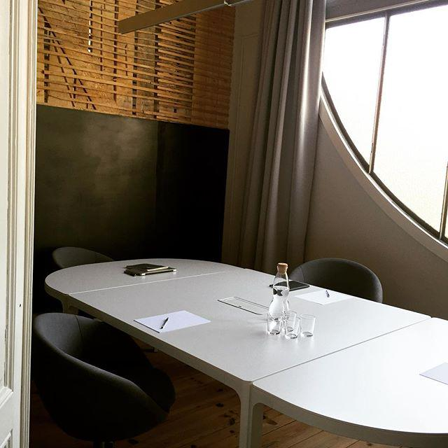 Start the week with creative #meetings! #cowork by .@lxworkhub #coworking #cowork http://t.co/7UFZ3aUuRx