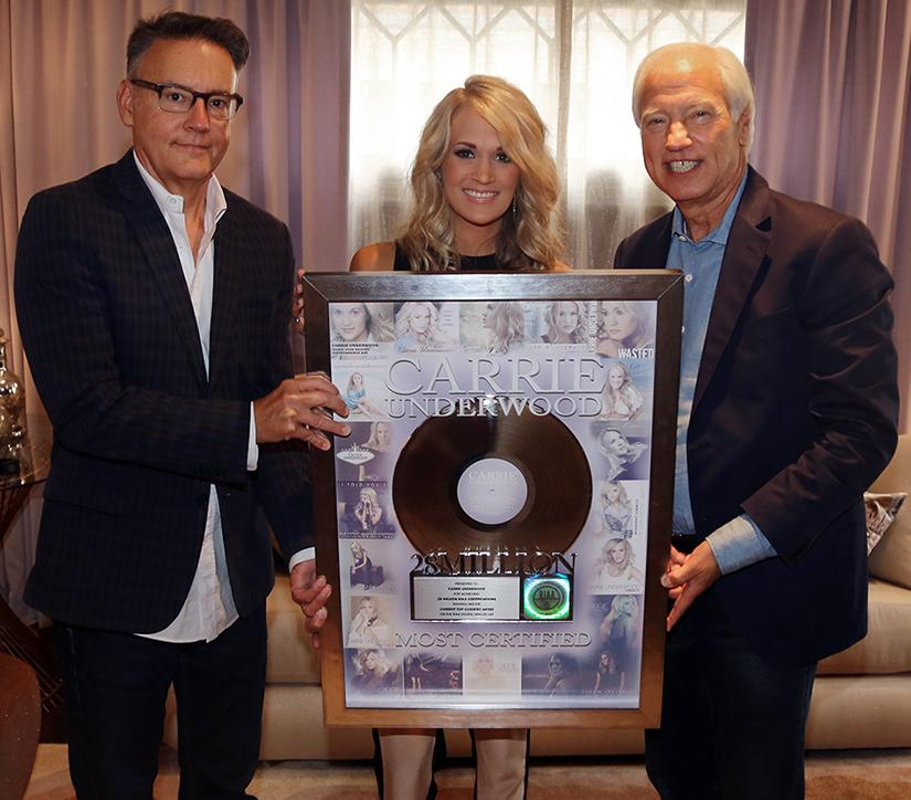 Congrats to @carrieunderwood on becoming @RIAA's current top country artist in Digital Single Ranking w/ 28 million! http://t.co/uQYtYJJNR8