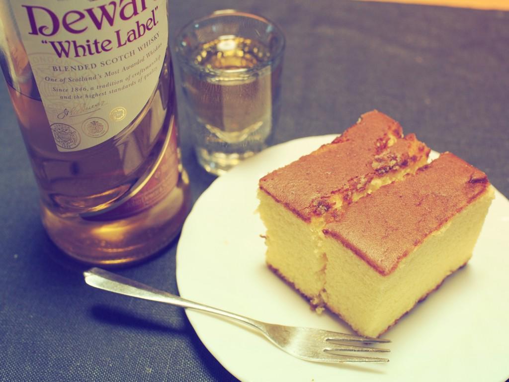 はてなブログに投稿しました #はてなブログ 甘い物とウイスキーの組み合わせは人をダメにする - 或るロリータ http://t.co/kOCbyExLr4 http://t.co/iWha5XAW6O