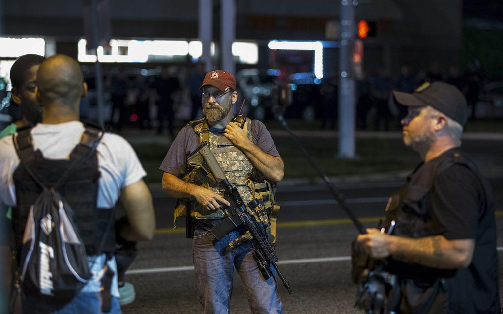 One pic is of armed white men from Oath Keepers. The other is of a 12 year old girl being arrested. Both in #Ferguson http://t.co/gHtiIUFXUE