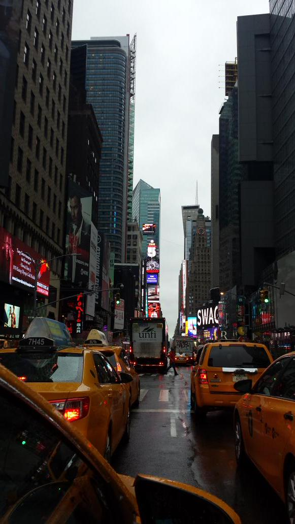 Rainy morning  in Times Square http://t.co/q7CVCtLpYH