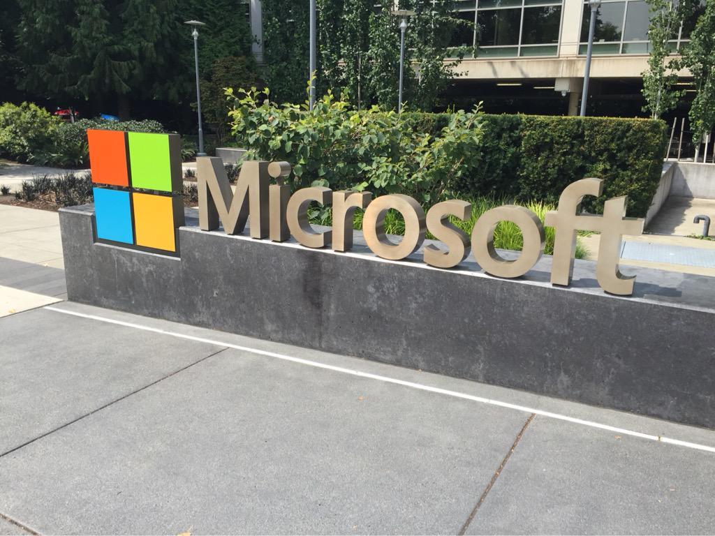 マイクロソフト本社、MacBook使ってた。 http://t.co/RHH9sHxn7G