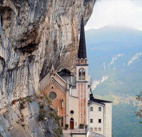 """@whyinitaly: Santuario Madonna della Corona, Spiazzi, #Verona, #Italy. http://t.co/UQ6lwTnxTL http://t.co/lfCQ5d9Fsj""// BELLA!"