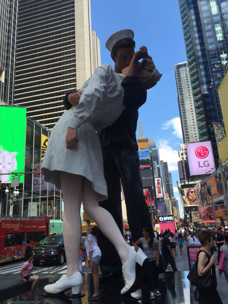 Huge new statue in Times Square. #PuckerUpForPeace http://t.co/VgkxVSMyeR