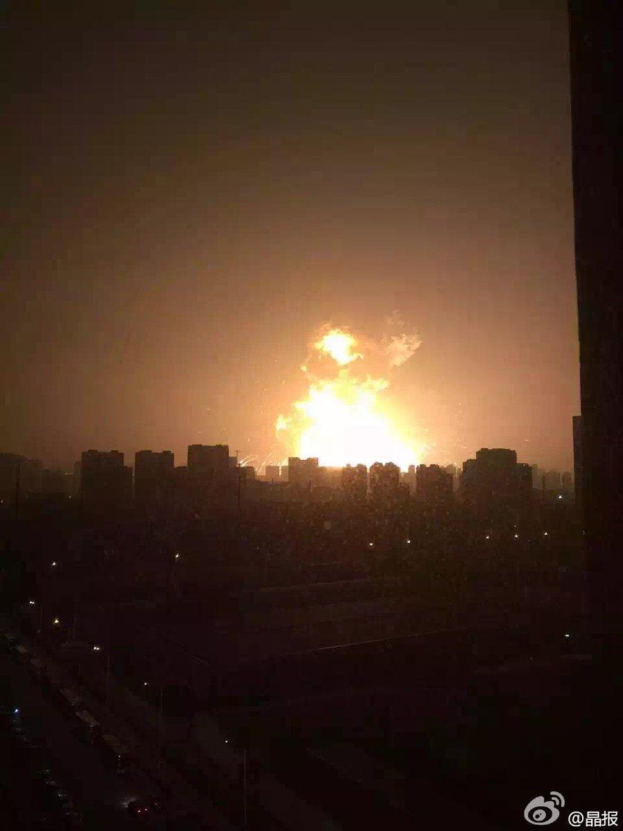 天津の給油所爆発、やべえ... pic.twitter.com/fBTpj9rr52