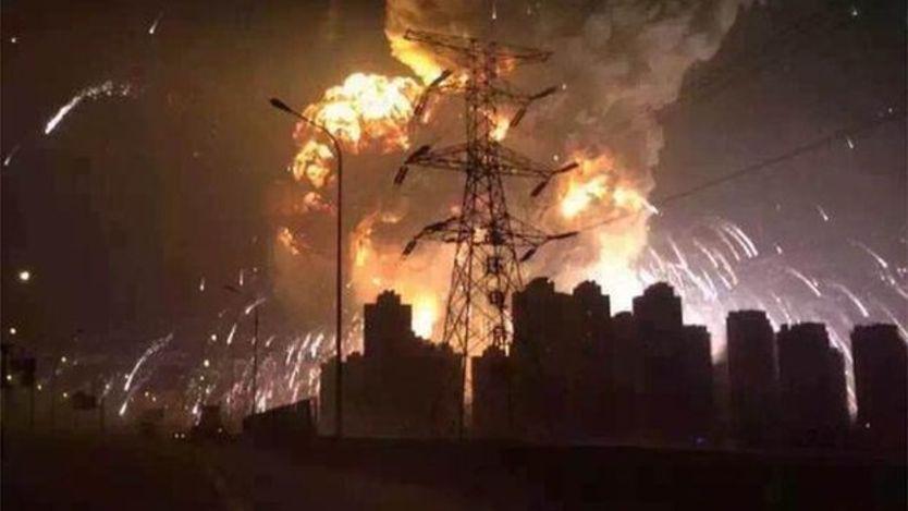 Video apocalittici da Tianjin in Cina, durante e dopo l'esplosione
